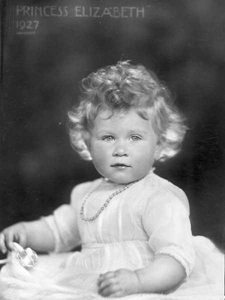 144688 queen elizabeth as a baby 1927 40 Fotografias Históricas de Famosos em Criança