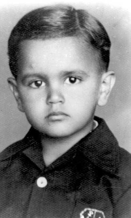 caetano veloso ainda crianca na decada de 40 1344282930710 300x500 40 Fotografias Históricas de Famosos em Criança