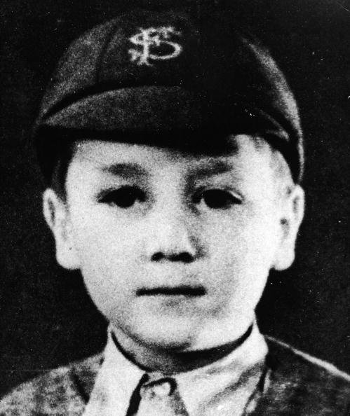 john lennon in cap 40 Fotografias Históricas de Famosos em Criança