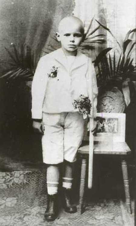 pope5 gallery  330x550karol 40 Fotografias Históricas de Famosos em Criança