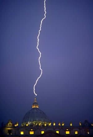 0212 raio mat filippo A Verdade das Fotografias do Raio que caiu sobre o Vaticano