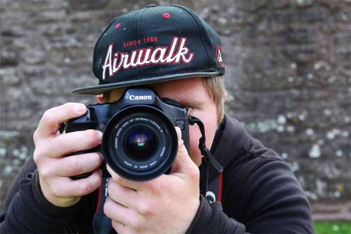 Oliver Hellowell Fotografo com Sindrome de Down faz Sucesso