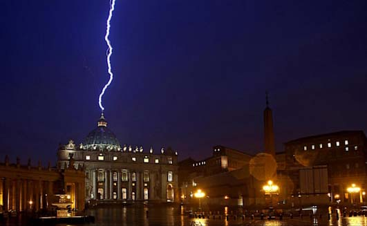 epa_lightning_st_peters_basilica_vatican_ll